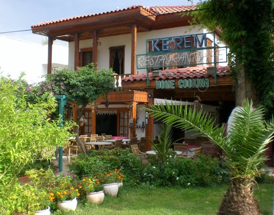 Kerem Restaurant : Home cooking at it's best, take a look at the fine wood carving when you are enjoying your meal.