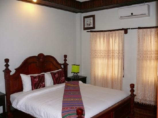 Phounsab Guesthouse: Bed room