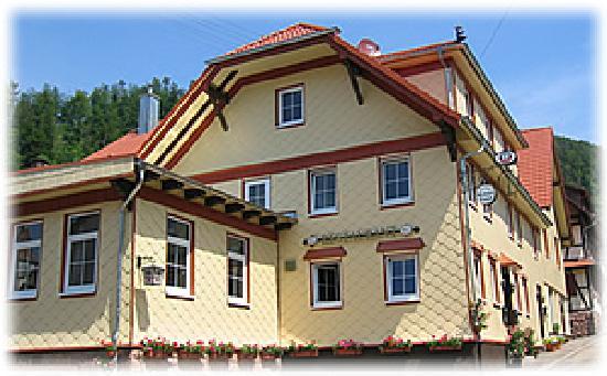 Heuweiler, Deutschland: Der Grüne Baum liegt in Reichental im Nordschwarzwald in einem romantischen Seitental der Murg.