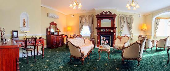 Briardale Bed & Breakfast: Parlour