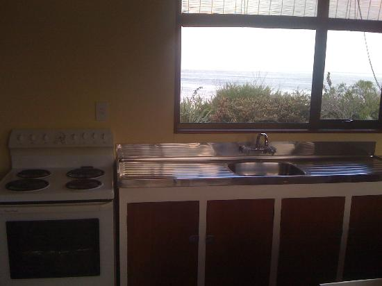 Nugget View & Kaka Point Motels: Kitchen