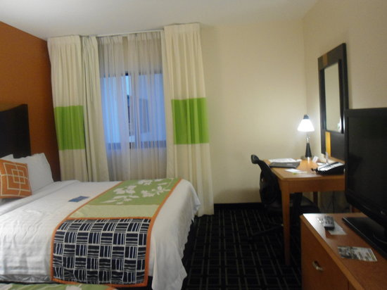 Fairfield Inn & Suites Miami Airport South: room