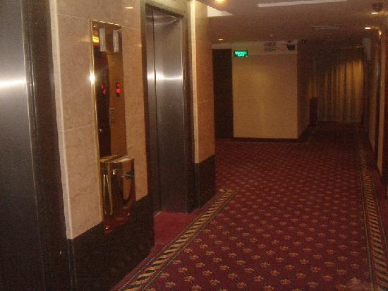 Overseas Chinese Friendship Hotel: Corridor 11th Floor