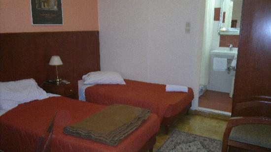 Attalos Hotel: two twin beds