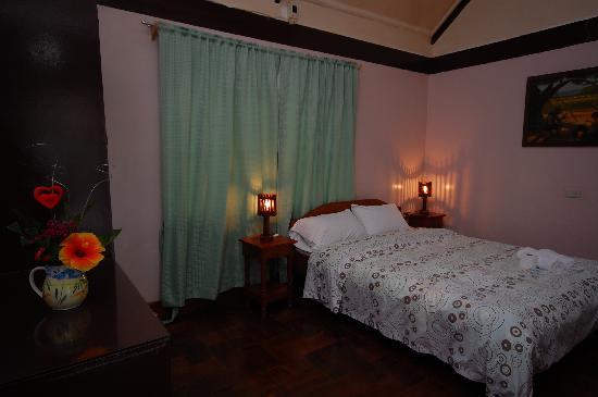 วิลลา เลโอนารา บีช รีสอร์ท: Upper A/C room