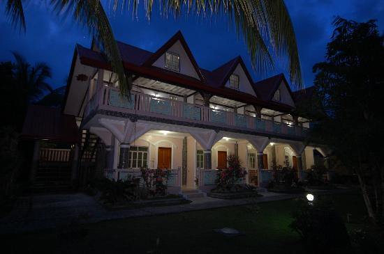 Villa Leonora Beach Resort