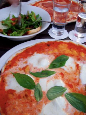 Nero Pizza & Grill: pizza + salad lunch