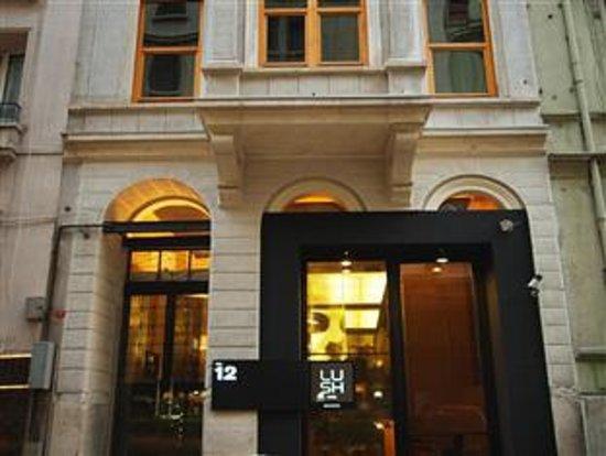 Lush Hotel Taksim: Lush Hotel entrance