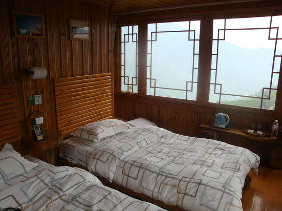 Long Ji One Hotel: Bedroom with view