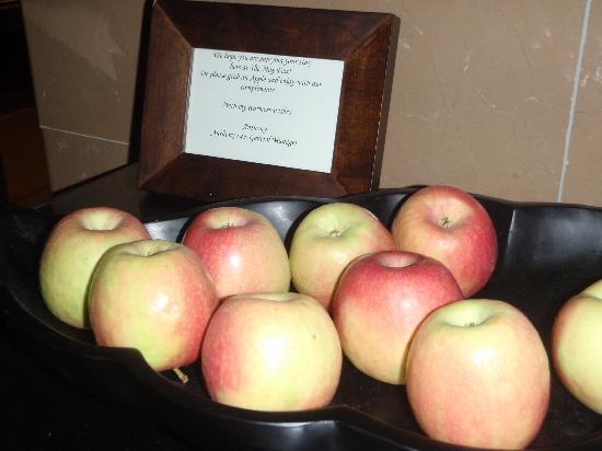 โรงแรมเดอะเมย์แฟร์: Nice touch - apples by lifts and in reception
