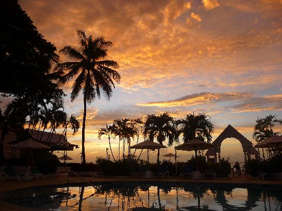 St. Lucian by Rex Resorts : Small Pool view sunset