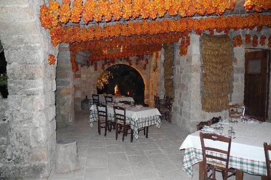 Supersano, Italy: tavoli all'aperto