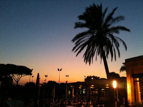 PortBlue San Luis: Pool at night