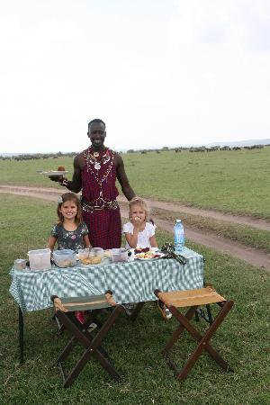 Naboisho Camp, Asilia Africa: Having lunchwith the wildebeast