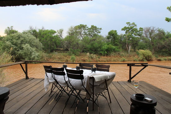 Mogalakwena River Lodge: dinner on river deck