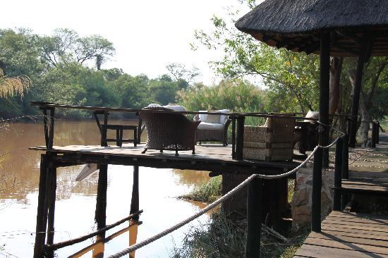 Mogalakwena River Lodge : river deck