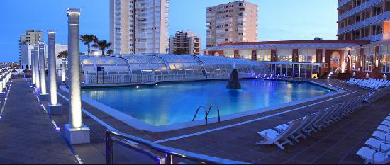atardecer piscina hotel entremares