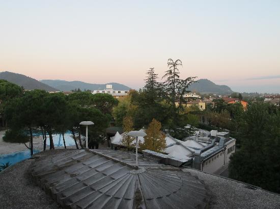 Hotel Bristol Buja: Blick aus dem Zimmer über die Bäder