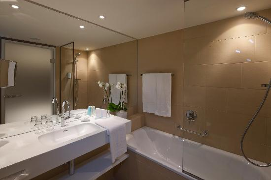 "Austria Trend Hotel Park Royal Palace Vienna: Bathroom ""Classic"""