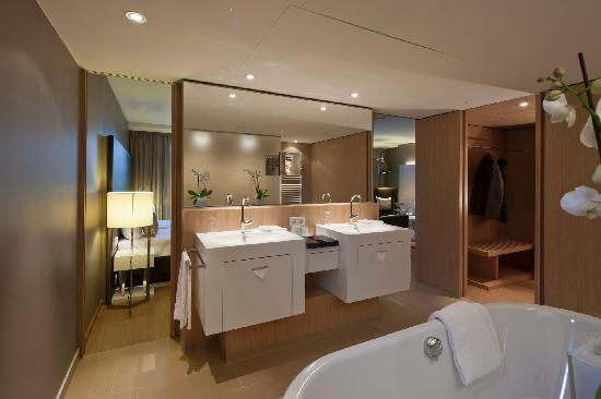 "Austria Trend Hotel Park Royal Palace Vienna: Bathroom ""Suite"""