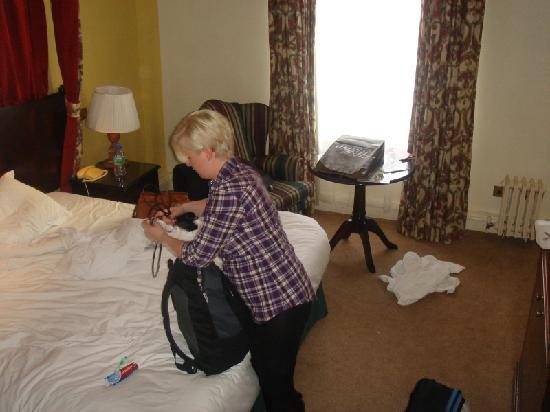 เดอ เวียร์ โฮเต็ล เดอะ แกรนด์ ไบรท์ตัน: The wife packs up in our room