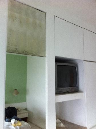 Panorama Hotel : armário do quarto