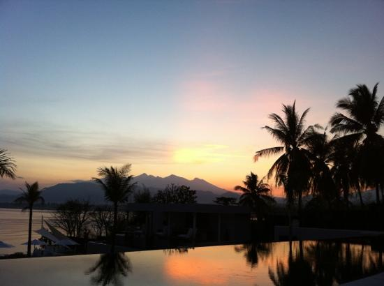 The Lombok Lodge : sunrise from the pool
