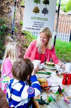Cafe in the Park: Enjoy a family lunch.