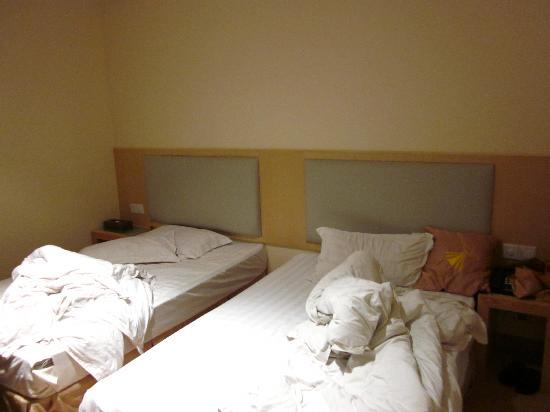 Jiafu Lijing Hotel (Guangzhou Tianhe) : Very basic beds