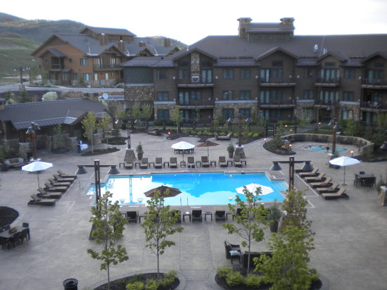 Waldorf Astoria Park City: Posh pool area