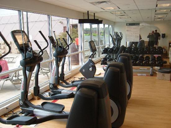 Sheraton Suites Country Club Plaza: Sheraton Fitness programmed by Core Performance