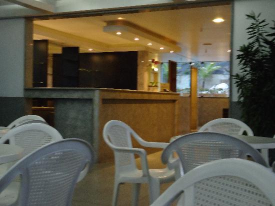 Majestic Rio Palace Hotel: Bar de la piscina y terraza techada