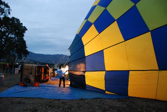 Balloons Above the Valley: Giant jets of fire