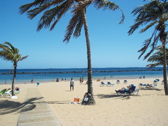 Santa Cruz de Tenerife, España: Spiaggia Las Teresitas 1
