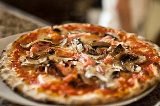Montelupo Fiorentino, Italy: alle Scuderie de l'Antinoro c'è anche pizza