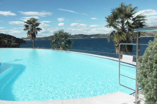 Lafodia Hotel & Resort: Infinity swimming pool