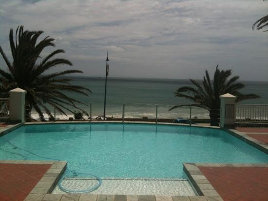 Courtyard Hotel Port Elizabeth: view from foyer balcon