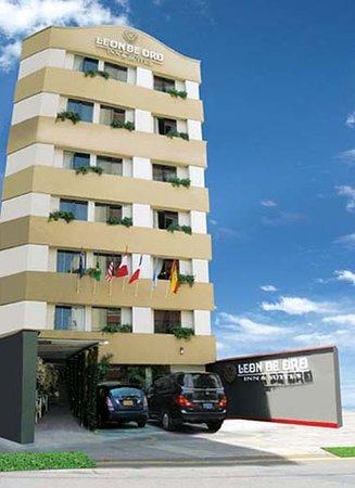 Leon de Oro Inn & Suites: Frontis
