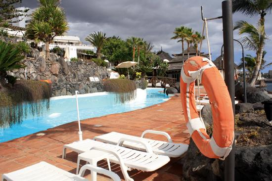 Hotel Jardín Tropical: La piscine eau de mer