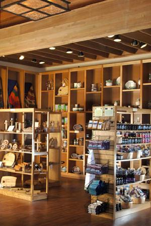 Gift shop at Crater Lake - Picture of Crater Lake Lodge, Crater ...