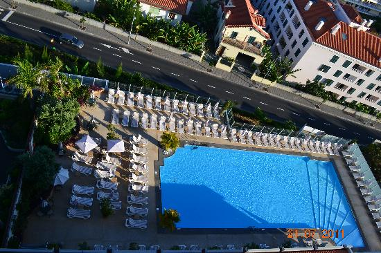 Sensimar Savoy Gardens : shows the pool area and the road