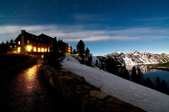 Crater Lake Lodge: Crater Lake at night