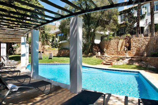 Casa Vela Guest House: Garden and Pool