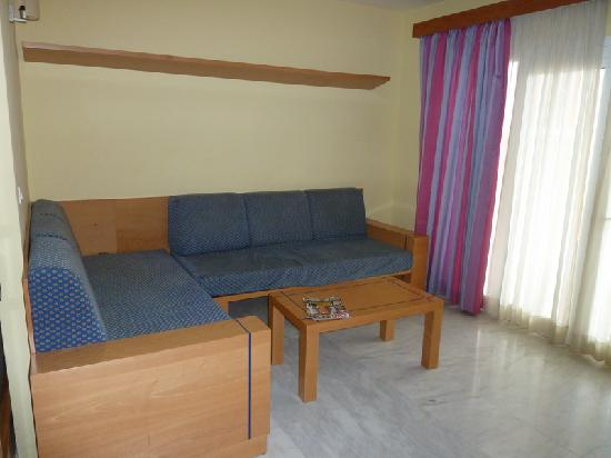 Hotel Chatur Playa Real: Living Room of Junior Suit