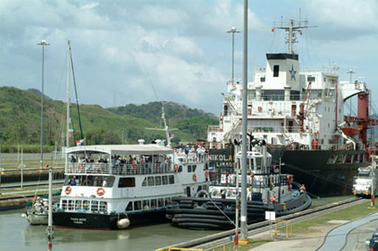 Panama Canal Tours: Miaflores Locks