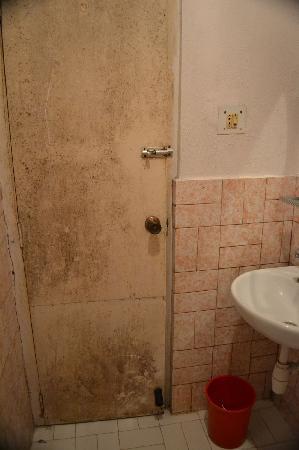 baño de nuestra habitacion en Thorong Peak Guest House