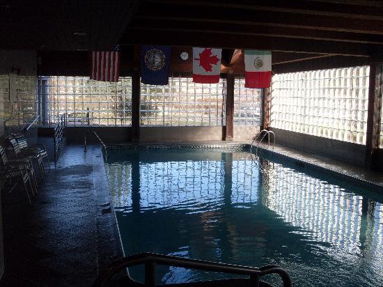 Comfort Inn Concord: Pool Area