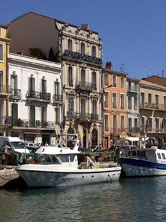 Hotel L'Orque Bleue : VUES DES QUAIS