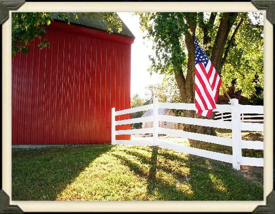 Open Gates Farm Bed & Breakfast: Old Glory stands sentry