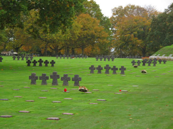 ‪German War Cemetery‬